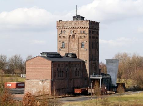 Zeche Hannover, Maschinenhaus und Malakow-Turm über Schacht 1, 2006, Bild von Arnold Paul, Wikipedia. Lizenz: cc-by-sa 2.0