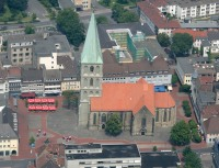 Pauluskirche&Marktplatz, Bild von Tim Reckmann, Wikipedia, Lizenz: cc-by-sa 3.0