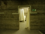 offene Tür zum Sanitärraum