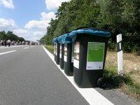 Gut organisiert mit Mülleimern u.a.a.