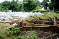 Ausgrabungsgelände Juli 2008 (noch ohne Dach), Bild von Tineke Blij, Wikipedia, Lizenz: cc-by-sa 3.0