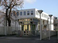 BGH in Karlsruhe, Bild von Tobias Helfrich, Wikipedia, Lizenz: cc-by-sa 3.0